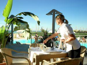 Casa del Mar colazione vista mare case vacanze a roseto fronte mare con servizio bar e ristorante